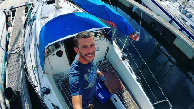 Jovem dá volta aos Açores em veleiro em luta contra as dependências