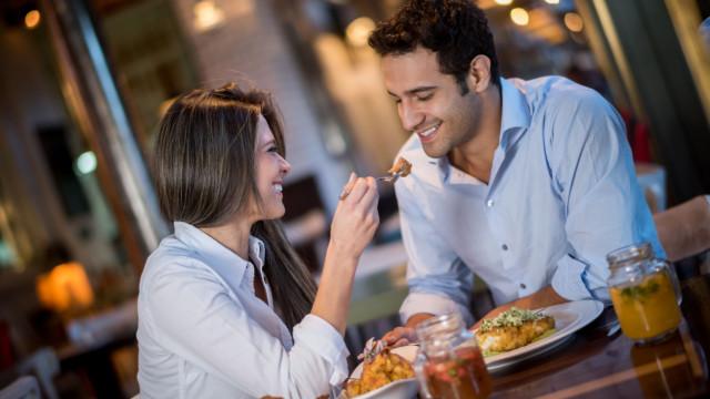 Música que toca nos restaurantes influencia aquilo que come (o quê!?)