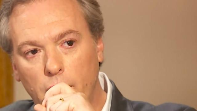 De lágrimas nos olhos, Pedro Pinto recorda os pais
