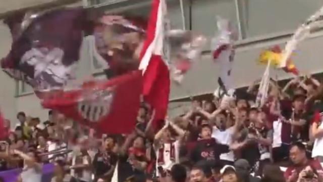 Mais de oito mil pessoas presenciaram a apresentação de Iniesta