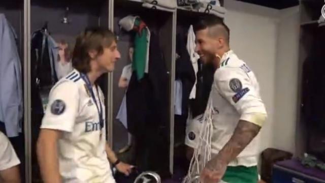 Redes da baliza, champanhe e... dança. Assim foi a festa da Real Madrid