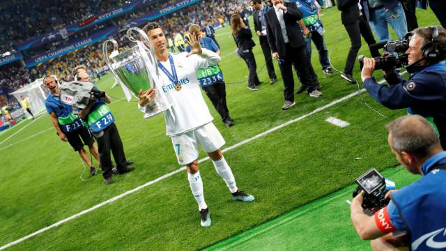 """Só dá """"bomba"""" de Cristiano Ronaldo na imprensa internacional"""