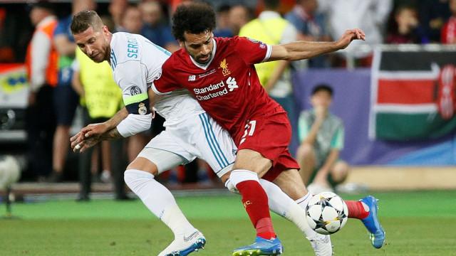 """Sergio Ramos envia mensagem de """"rápida recuperação"""" a Salah"""