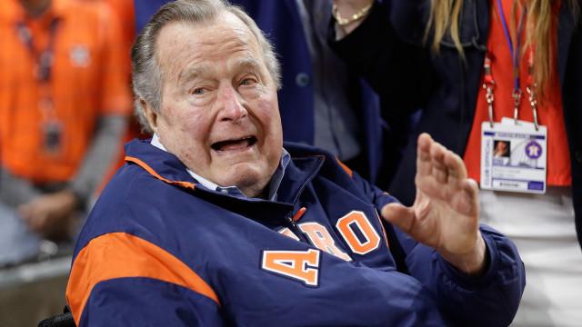 Antigo presidente dos EUA George H. W. Bush hospitalizado