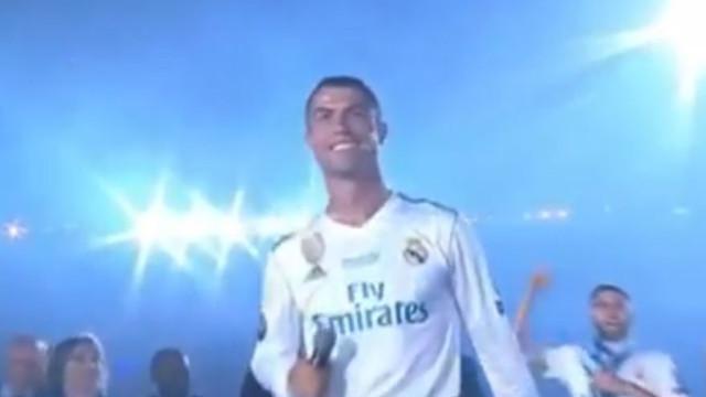 """Adeptos do Real Madrid e companheiros fazem pedido: """"Cristiano, quédate"""""""