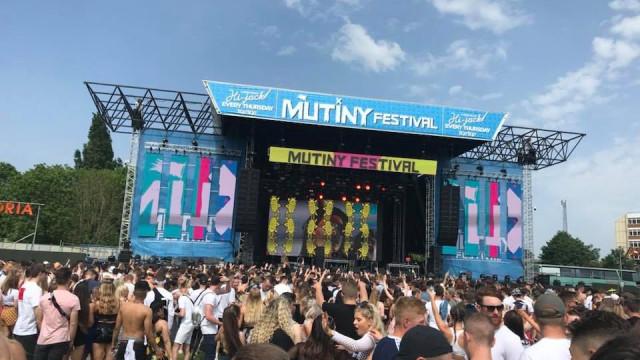 Festival de música no Reino Unido ensombrado pela morte de duas pessoas