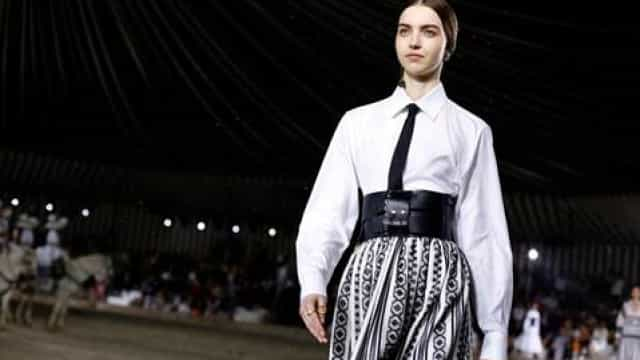 Maria Clara volta a desfilar (à chuva) para a Dior na Cruise Collection