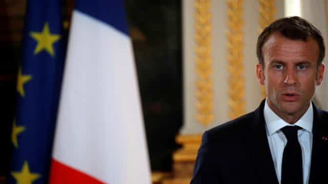 Macron quer óculos, aparelhos auditivos e próteses dentárias a custo zero