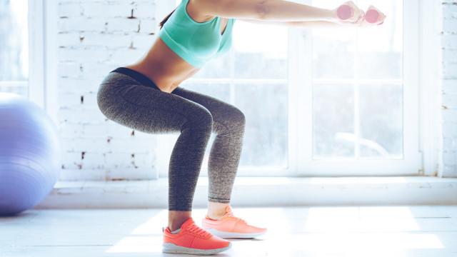 Squat perfeito: Só tem de evitar estes quatro erros comuns