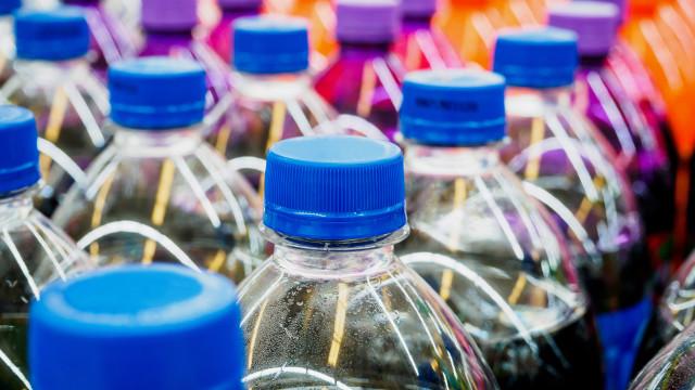 PepsiCo quer usar 50% de plástico reciclado nas garrafas até 2030