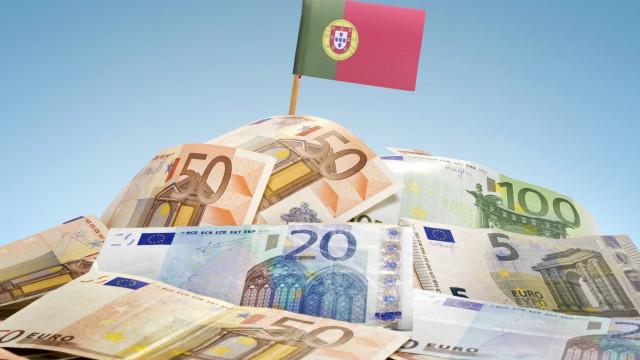 Juros da dívida de Portugal sobem a dois anos e caem a cinco