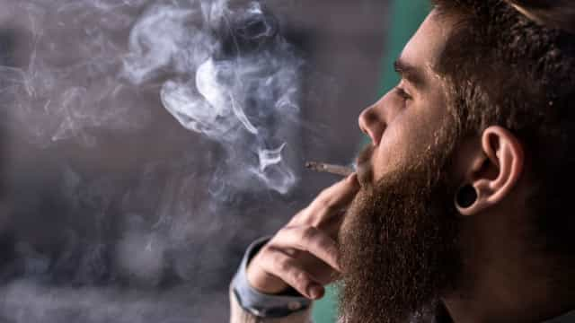 Fumadores estão mais propícios a desenvolver obesidade, aponta estudo