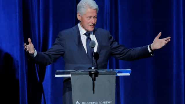 Prostitutas interrompem discurso de Clinton em conferência sobre sida