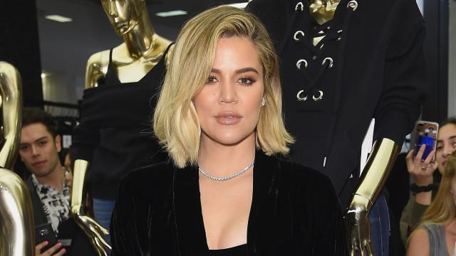 """Khloé Kardashian continua cheia de """"raiva"""" e """"dor"""" após ter sido traída"""