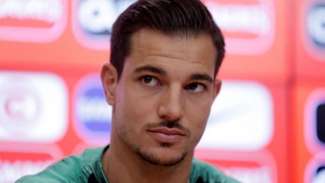 Acusado de enviar mensagens sedutoras, Cédric Soares gera polémica