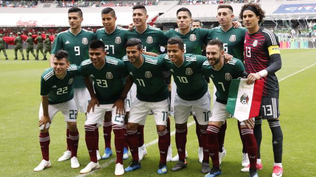 Escândalo no México: Oito jogadores foram sair com 30 prostitutas