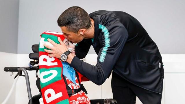 Cristiano Ronaldo concretiza sonho de duas crianças (muito) especiais