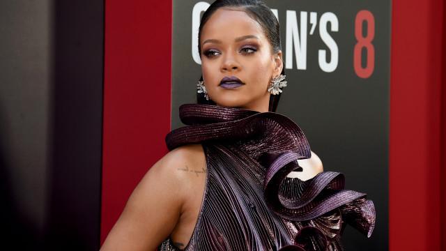 Rihanna fotografada a discutir com o namorado