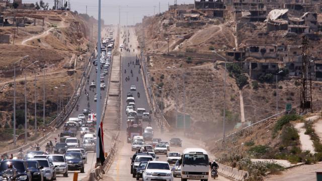 Sete anos depois, reabre autoestrada síria mostrando poder de Assad