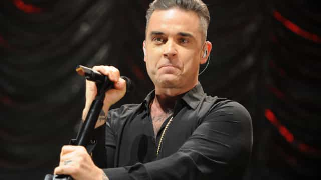 Robbie Williams pode ser multado por gesto obsceno na abertura do Mundial