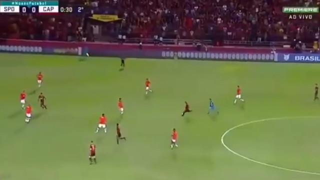 Ex-Benfica candidata-se ao prémio Puskas com este golo do meio da rua