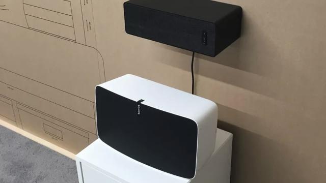 Coluna de som do Ikea também poderá servir de prateleira
