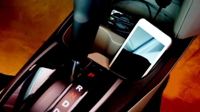 Os melhores carregadores de iPhone para o acompanharem no carro