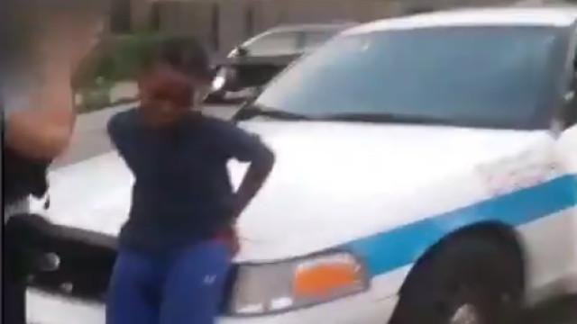 Assustado e humilhado: Polícia de Chicago deteve rapaz de 10 anos