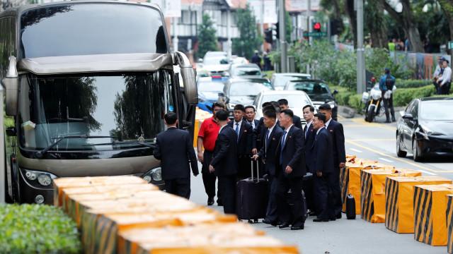 Kim Jong-un chegou a Singapura, dois dias antes de encontro histórico