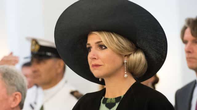 Maxima de Holanda transtornada em funeral da irmã