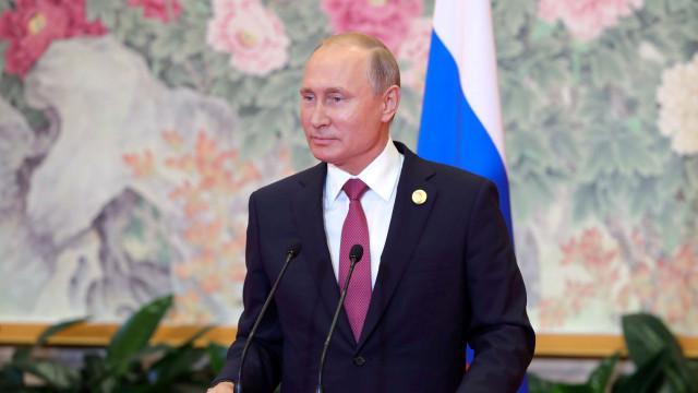 Putin deixa aviso aos EUA contra instalação de mísseis na Europa