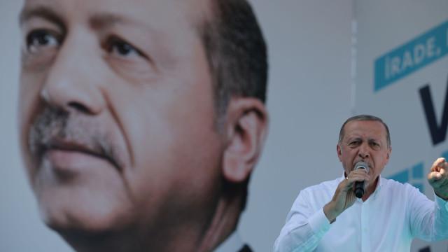 Erdogan acusa Áustria de desencadear cruzada contra islão e faz ameaças