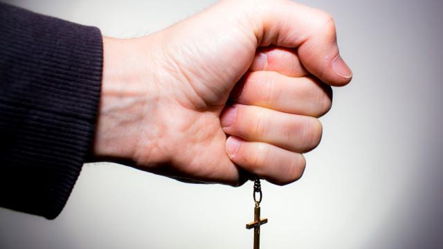 Pastor evangélico entre os 24 detidos em Espanha por pornografia infantil