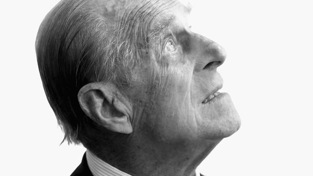 Filipe de Edimburgo, o duque que viveu 'à sombra' da rainha, faz 97 anos