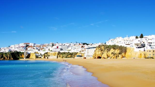 Empresários no Algarve temem não recuperar quebras pelo verão tardio