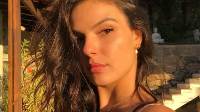 Isis Valverde acusada de usar Photoshop na barriguinha de grávida