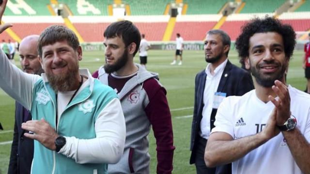 Salah faz 'disparar' polémica ao chegar à Rússia