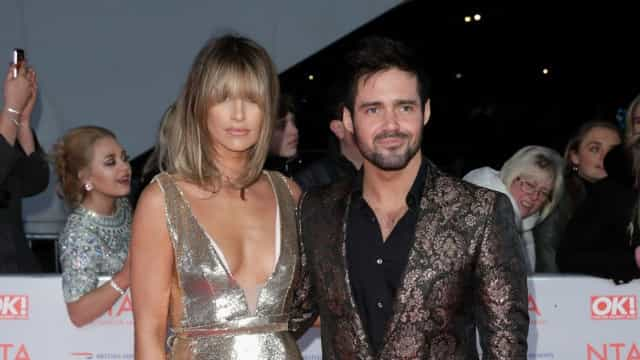 Grávida, modelo Vogue Williams casa-se com Spencer Matthews