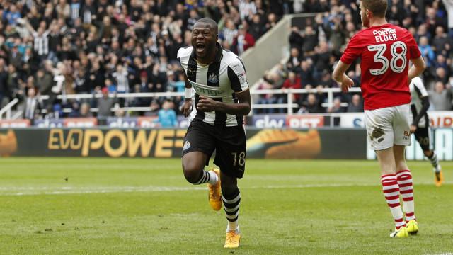 """FC Porto em """"negociações avançadas"""" por central do Newcastle"""
