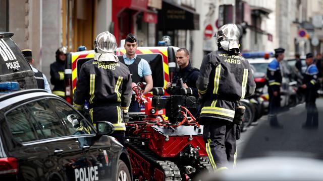 Paris: Bombeiros reforçados, perímetro alargado e sequestro num impasse
