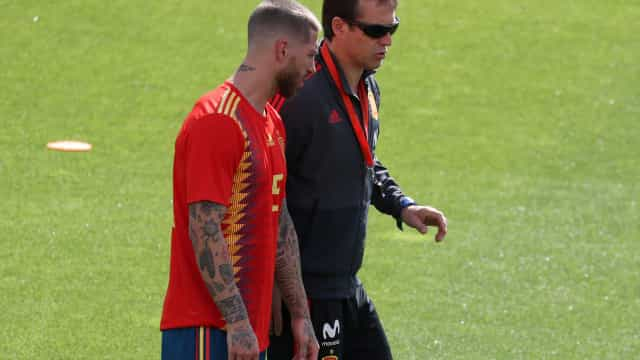 """Sergio Ramos """"muito magoado"""" com a demissão de Lopetegui"""