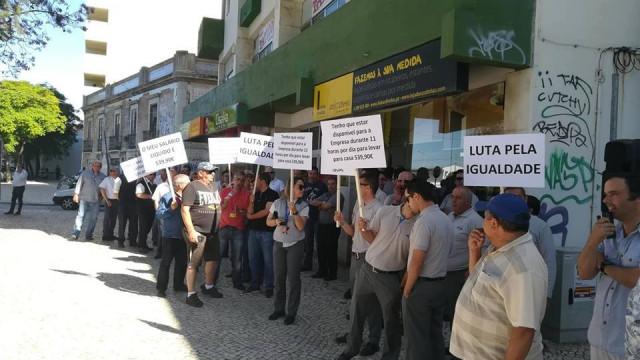 Trabalhadores do Grupo Eva protestam por melhores salários em Faro