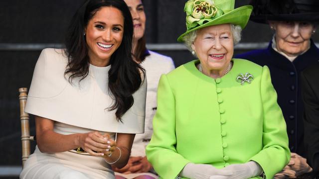 Meghan e Isabel II fazem primeira visita oficial sozinhas