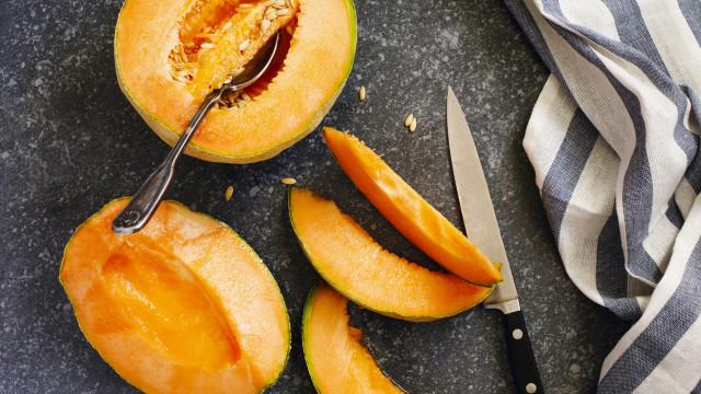 Cuidado. A fruta não está livre de contaminação por salmonela