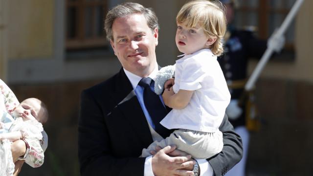 Em dia de festa, casa real divulga fotografia do príncipe Nicolas