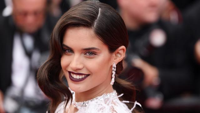 """Sara Sampaio anuncia trailer de filme 'Carga': """"Estou tão honrada"""""""