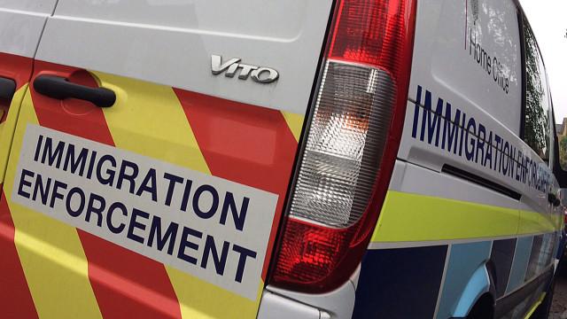 Reino Unido: Funcionários recebem bolos para deter mais imigrantes