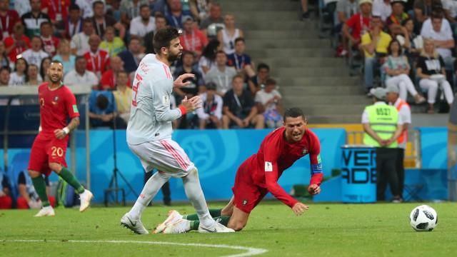 """Piqué e o penálti de Ronaldo: """"Ele é muito propenso a atirar-se"""""""