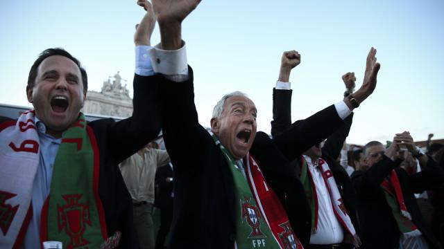 Veja os festejos entusiasmados de Marcelo durante o jogo de Portugal