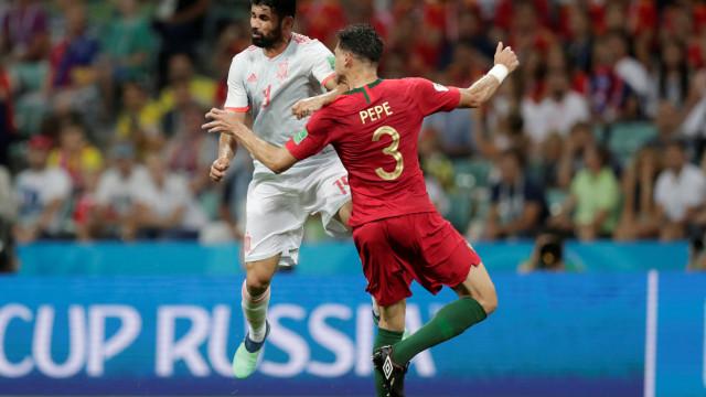 FIFA revela conversa entre árbitro e VAR no lance entre Pepe e Costa